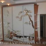 shkafy-kupe-s-vitrazhami-37